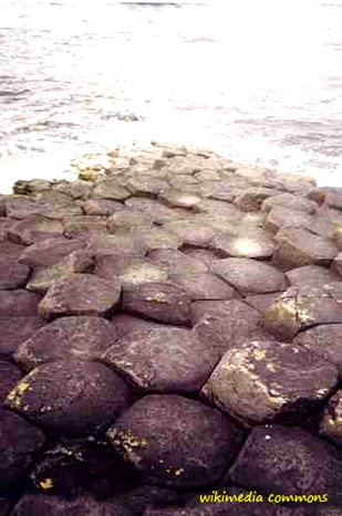 hexagonalpentagonal rocks giant's causeway